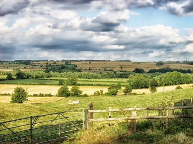 middle-aston-england-landscape-scenic-sky-clouds